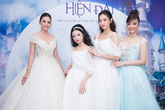 """Hoa hậu Tiểu Vy, Lương Thuỳ Linh """"đọ"""" catwalk trên sàn diễn cổ tích"""