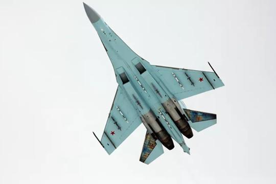 """Máy bay Nga - Mỹ lại """"chạm trán"""" trên Biển Đen"""