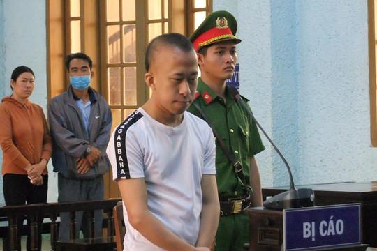 """""""Yêu"""" học sinh dưới 13 tuổi, thanh niên lãnh án 10 năm tù"""