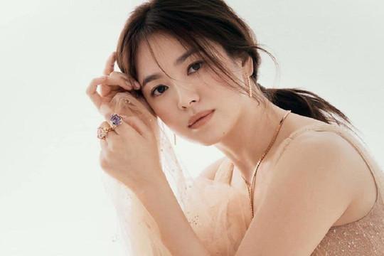 Song Hye Kyo khoe nhan sắc quyễn rũ ở tuổi 39