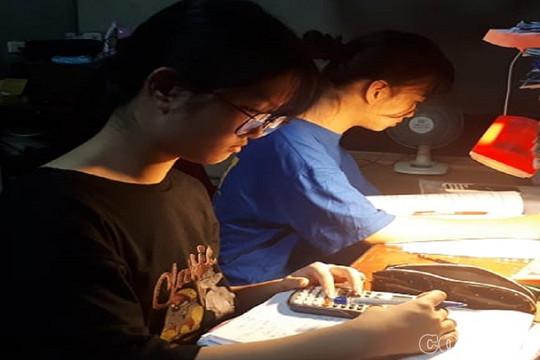 Sau 17 năm mổ tách rời, cặp song sinh Cúc - An bước vào kỳ thi THPT năm 2020