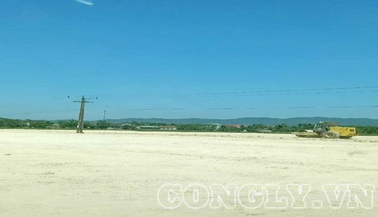 Nghệ An: Dự án tái định cư cao tốc ngang nhiên thi công dưới đường điện trung thế
