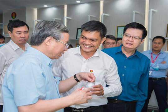 Thường trực Ban Bí thư Trần Quốc Vượng thăm cụm công nghiệp Khí Điện Đạm Cà Mau