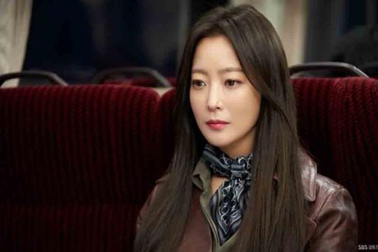 Kim Hee Sun áp lực đảm nhận hai vai chính trong một phim ở độ tuổi 40