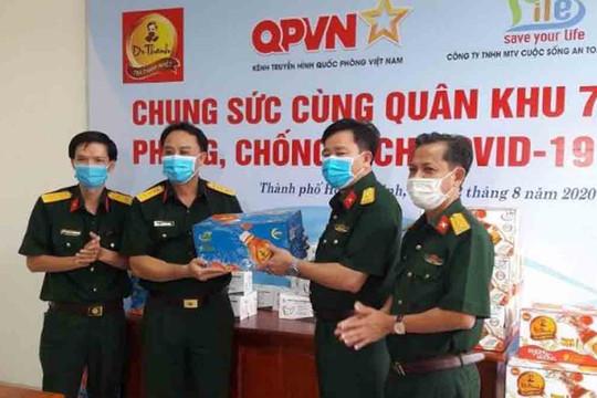72.000 sản phẩm Trà Thanh Nhiệt Dr Thanh tiếp sức đồng bào, chiến sĩ Quân khu 5 và Quân khu 7