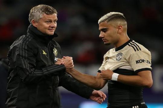 Mặc Solskjaer nài nỉ, sao Man Utd vẫn quyết dứt áo rời đi