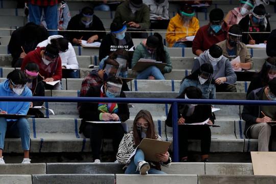 Học sinh Mexico thi Đại học giữa đại dịch Covid-19