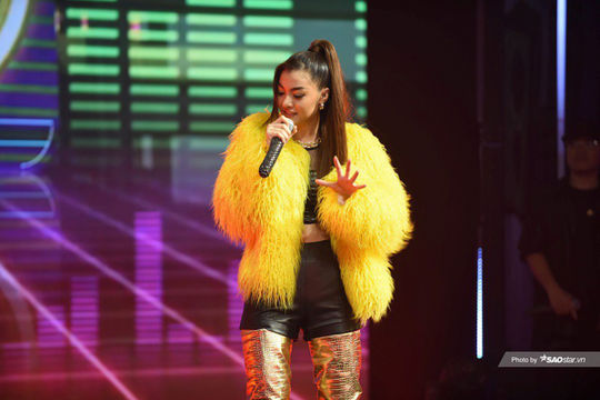 Á hậu Kiều Loan tiếp tục lọt top 40 King of Rap