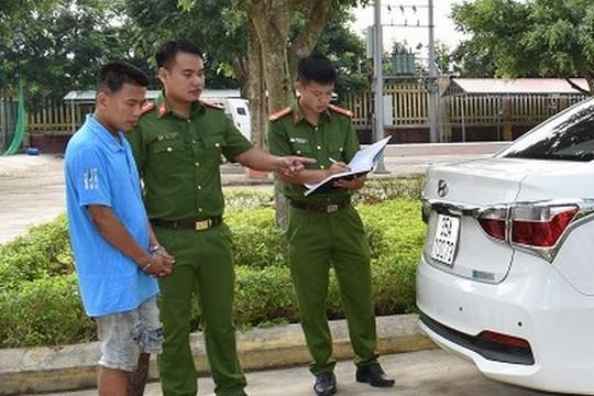 Siết cổ tài xế taxi để cướp tài sản