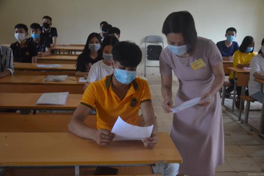410 thí sinh vắng mặt tại buổi làm thủ tục thi ngày 2/9