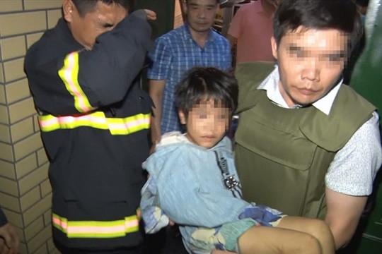 Công an Bắc Ninh giải cứu bé gái 6 tuổi bị bố đẻ bạo hành, thu súng, ma túy