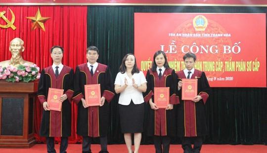 TAND tỉnh Thanh Hóa trao quyết định bổ nhiệm chức danh Thẩm phán trung cấp và Thẩm phán sơ cấp