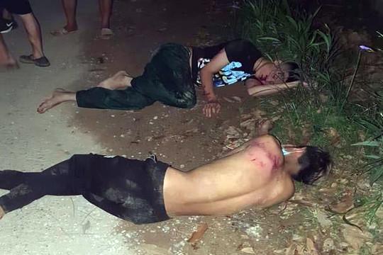 Dân làng vây bắt, đánh nhóm cẩu tặc bị thương