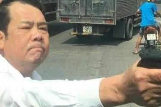 Khởi tố giám đốc công ty bảo vệ dọa bắn tài xế