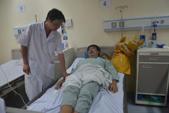 Khỏi bệnh nhờ thầy giáo của con trai đã mất