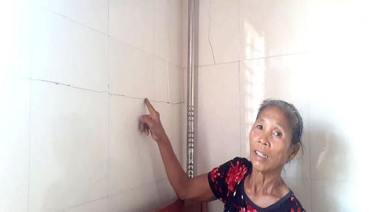 Hà Tĩnh: Hàng chục nhà dân bị nứt nẻ do thi công dự án đường ven biển