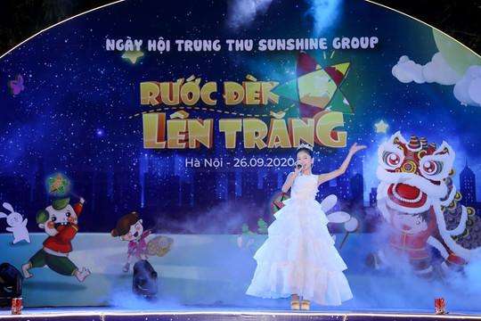 """Cư dân nhí tưng bừng """"Rước đèn lên trăng"""" trong đêm hội Trung thu của Sunshine Group"""