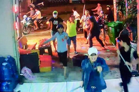 Khởi tố nhóm côn đồ đập phá quán karaoke vì không xin được tiền bảo kê