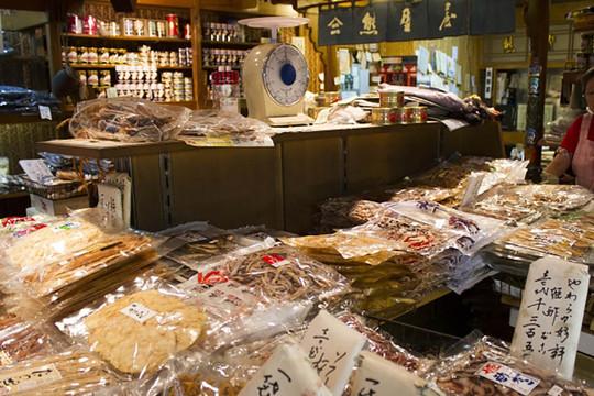 Nhật Bản giải quyết được nạn rác thải nhựa nhưng ăn cắp vặt lại gia tăng