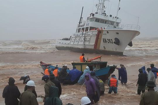 Thủ tướng chỉ đạo khẩn trương tìm kiếm, cứu nạn thuyền viên mất tích tại biển Cửa Việt