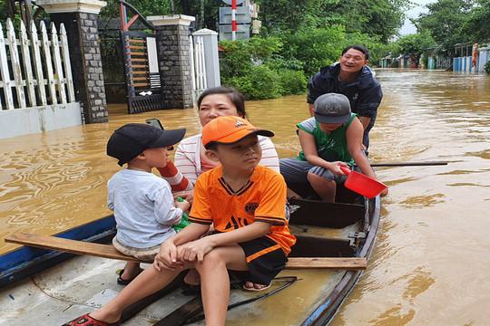 Đà Nẵng, Quảng Nam và Quảng Ngãi gồng mình ứng phó với bão lũ