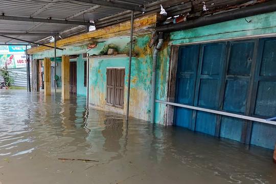 Dọn nhà sau mưa lũ, hai mẹ con bị điện giật tử vong