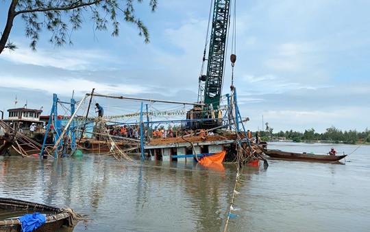 Tìm thấy thi thể còn lại trong vụ 2 cha con mất tích do chìm tàu