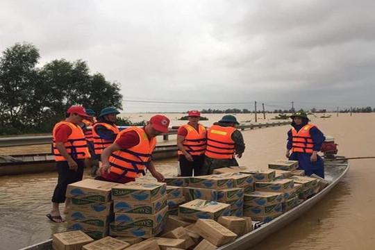 Chung tay hỗ trợ đồng bào các tỉnh miền Trung bị bão lũ