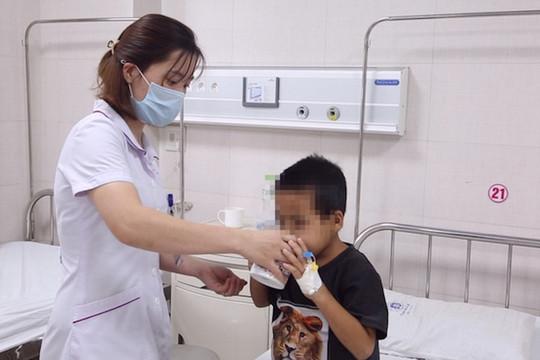 Dùng thuốc nam chữa hội chứng thận hư, bé trai 7 tuổi nguy kịch