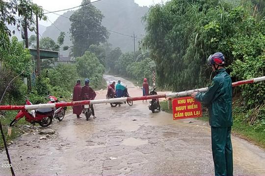 Nghệ An: Nhiều tuyến đường bị ngập, cầu tràn nước dâng cao