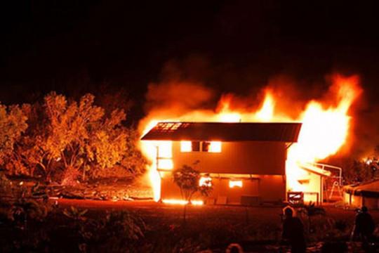 Dùng xăng đốt nhà để giết chồng rồi tự sát bất thành