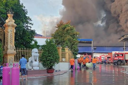 Cháy lớn tại công ty xử lý môi trường