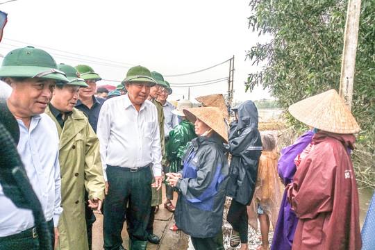 Phó Thủ tướng Thường trực Chính phủ Trương Hòa Bình chỉ đạo khắc phục lũ lụt ở Quảng Trị