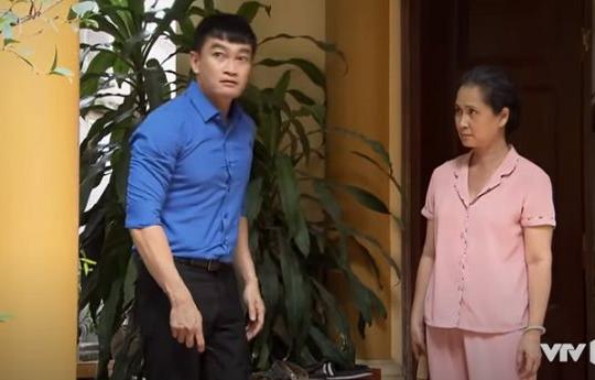Lửa ấm tập 17: Bà Mai cảnh báo con trai sau khi vô tình gặp lại Ngọc