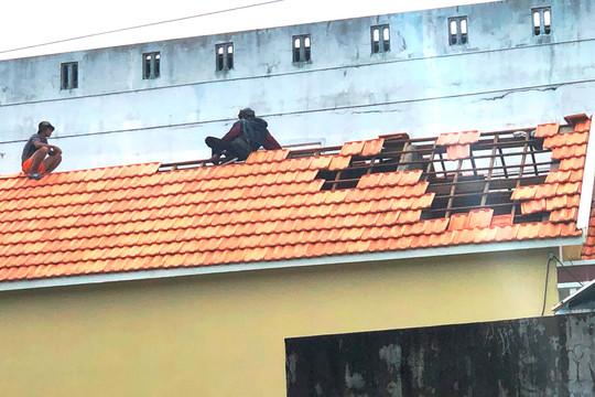 Quảng Ngãi: Hơn 53.300 nhà dân bị tốc mái, hư hỏng do bão số 9