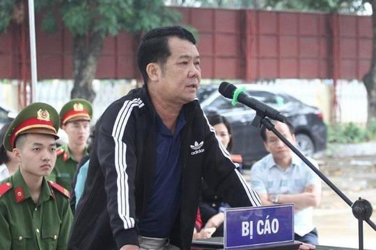 Giám đốc rút súng đe dọa giết người lĩnh 18 tháng tù