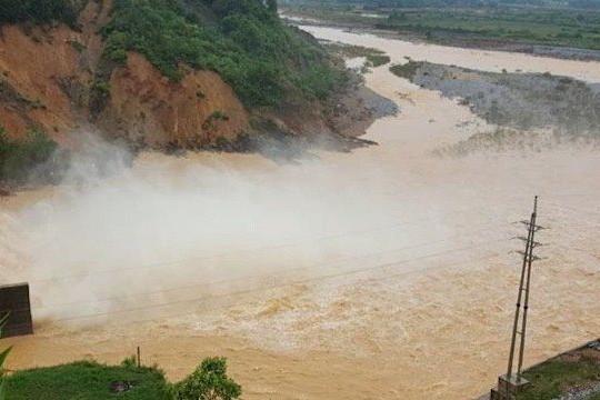 Không khí lạnh tăng cường, các tỉnh Trung Bộ tiếp tục mưa lớn