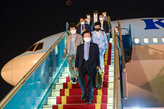 Chủ tịch Quốc hội Hàn Quốc đến Hà Nội, bắt đầu chuyến thăm chính thức Việt Nam
