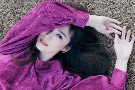 Song Hye Kyo tiếp tục khiến người hâm mộ đắm chìm trong nhan sắc của mình qua những bức hình quảng cáo thời trang
