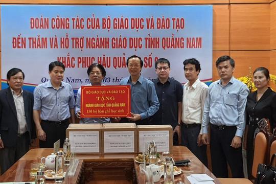 Bộ GD-ĐT trao tặng gần 10 tỷ đồng cho ngành Giáo dục 4 tỉnh miền Trung