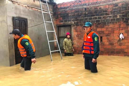 Quảng Ngãi: Nước sông dâng cao gây ngập lụt ở nhiều nơi