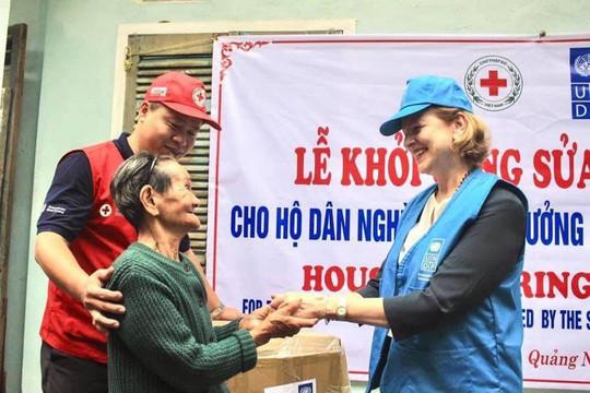 UNDP bàn giao đồ dùng hỗ trợ các tỉnh miền Trung bị lũ lụt