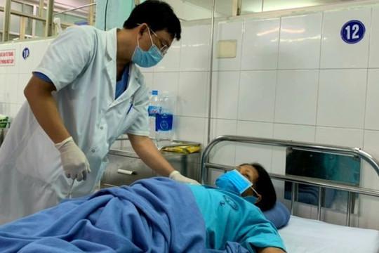 2 con sán lá gan trong ống mật nữ bệnh nhân