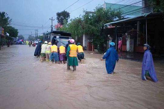 Bình Định: Người đàn ông tử vong khi chèn chống nhà cửa tránh bão số 12