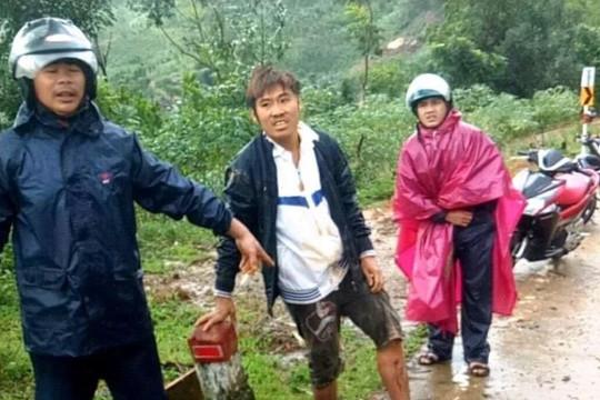 Sạt lở núi ở Quảng Ngãi, hai thanh niên thoát chết