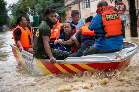 Bão Vamco khiến Thủ đô Manila của Philippines ngập lụt nặng nề