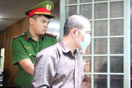 """Tăng hình phạt với bị cáo dùng """"clip nóng"""" tống tiền người tình"""