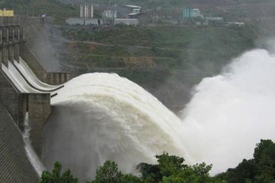 Cưỡng chế thủy điện Thượng Nhật vi phạm quy định chống bão