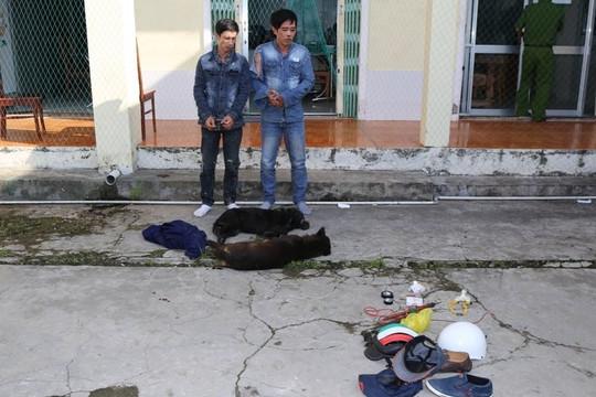 Hai đối tượng trộm chó chống trả Công an khi bị truy bắt