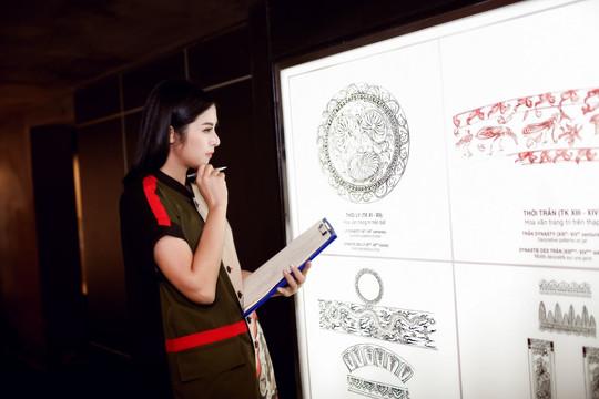 Ngọc Hân trình diễn BST áo dài trong chung kết HHVN 2020